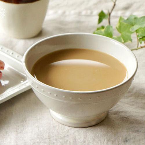 کافه اوله سرو شده داخل پیاله چینی
